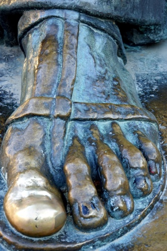 gregory-of-nin-the-croatian-statue-with-a-lucky-big-toe-5